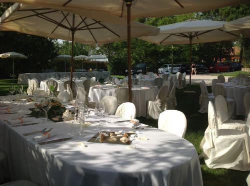 il matrimonio sul prato verde