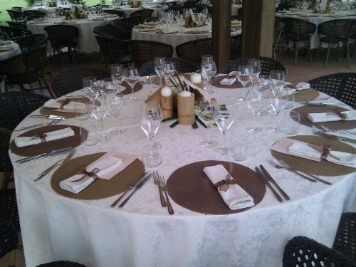 particolare tavolo gazebo
